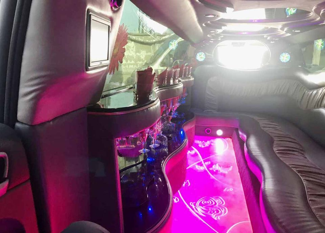 стильный салон Лимузин Porsche белый на 10 пассажиров